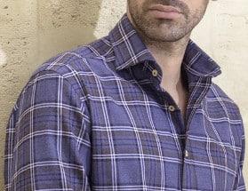 Un homme élégant aime porter de belles chemises
