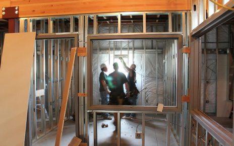 Architectes sur un chantier professionnel