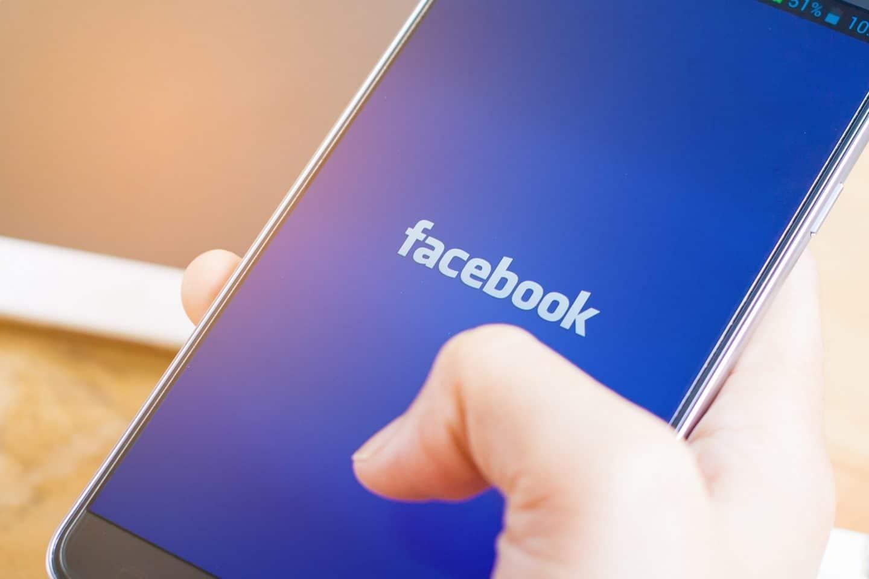 qui consulte profil facebook